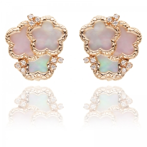 Classic Mother of Pearl 18KR Earrings with Diamond